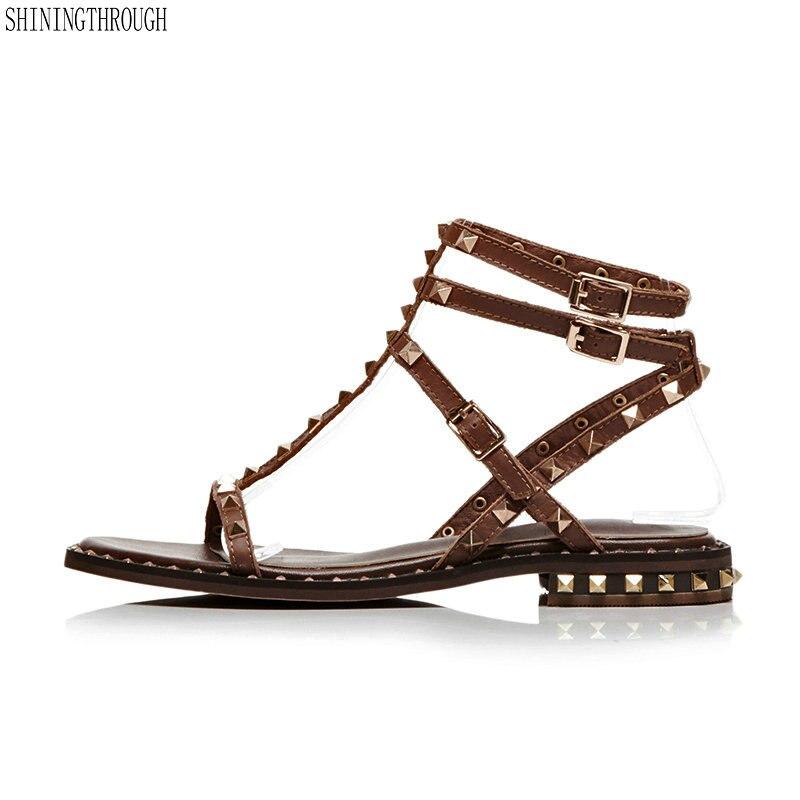 Ayakk.'ten Düşük Topuklular'de Siyah beyaz kahverengi yaz bayanlar ayakkabı toka perçin klasik rahat kare topuk kadın hakiki deri düşük topuklu sandalet'da  Grup 1