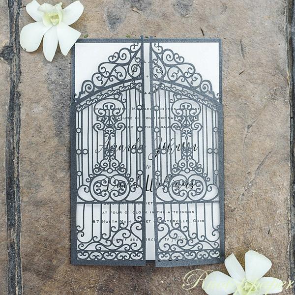 ユニークなゲートデザインレーザーカッティング結婚式の招待状カードマリアージュグリーティングカードレーザーカットカード紙と封筒ギフトカード  グループ上の ホーム&ガーデン からの カード & 招待状 の中 1