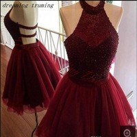 Burgundy Short Graduation Gowns for Prom Homecoming Party Dresses Halter Neck Open Back Beading Prom Dresses 15 Year Dresses