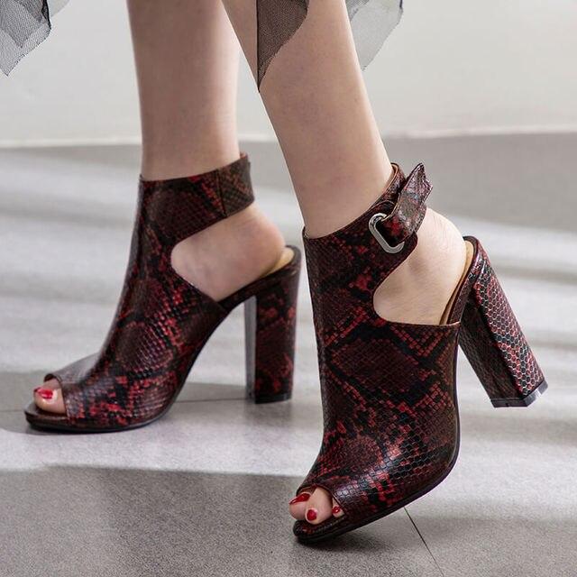 2019 Del Serpente di Stampa Sandali Delle Donne Sandali Sexy Degli Alti Talloni di Estate Block Heels Scarpe Peep Toe Sandali Tacco Alto Nero Vino Rosso bianco