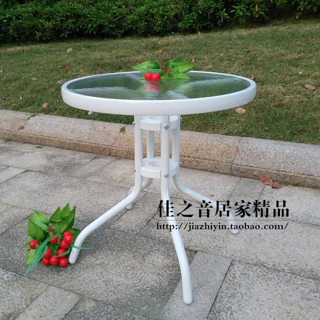 Jardín exterior mesa de café pequeña mesa redonda en blanco y negro ...