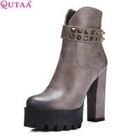 Qutaa جديد حار بيع السيدات أزياء الثلوج مربع عالية الكعب منصة الأحذية برشام الأحذية حجم 34-39