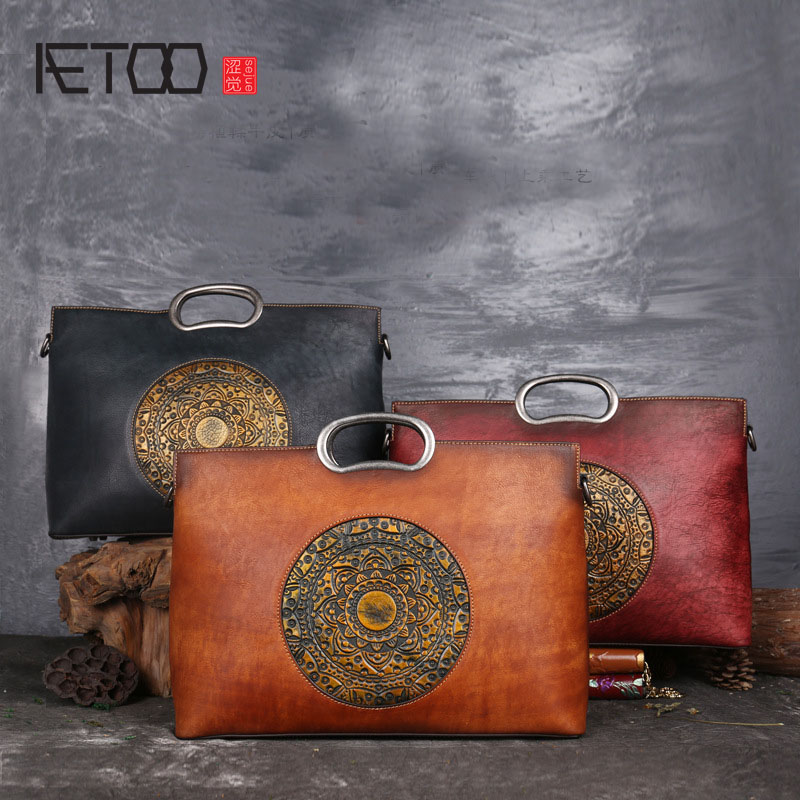 AETOO The first layer of leather color retro handmade bag large capacity embossed hand-painted totem genuine leather handbag aetoo spring and summer new leather handmade handmade first layer of planted tanned leather retro bag backpack bag