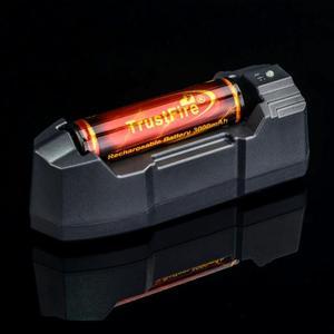Trustfire TR-010 universal mini portátil único li-ion carregador de bateria + trustfire 18650 3.7 v 3000 mah protegido bateria com pwb