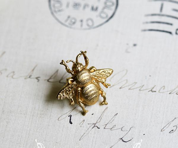 Remarkable, vintage bee pin for