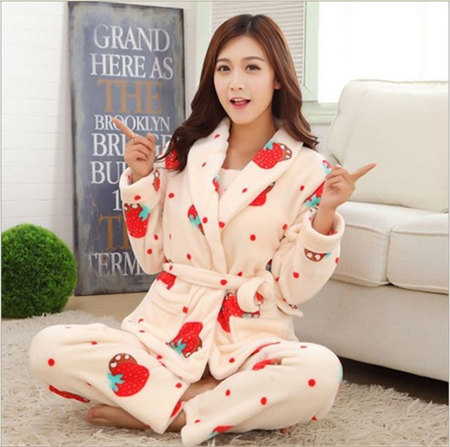 2016 Nueva Otoño/invierno pijamas de franela engrosamiento de las mujeres ropa de noche fija dulce muchacha de la Fresa de impresión Ropa Interior Traje de Casa