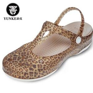 Image 1 - 夏の女性のミュール下駄ビーチ通気性メアリージェーンズスリッパベビー女性のサンダルゼリーの靴のためのかわいいプリント庭の靴女性