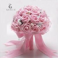 Gênio Rosa Romântico Buquê de Casamento Flor Artificial Espuma Rose Fita de Cetim Vestido com Pérolas Frisada Broche Buquê de Noiva Barato