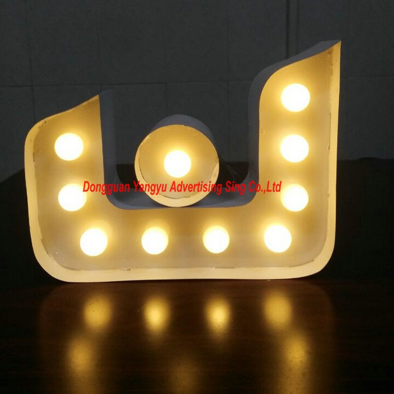 Lettres de signe de chapiteau en métal Vintage adaptées aux besoins du client lumière LED la lumière de nuit de lettres pour la décoration de vacances
