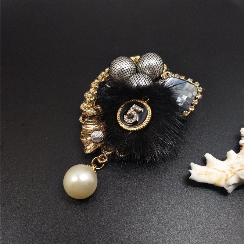 CX-Shirling Women Winter High Quality Rabbit Fur Brooch Pin Autum Fashion Luxurious Letter 5 Pearl Pendant