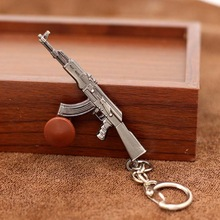 2017 New game M16 Novelty Items AK47 Guns Keychain pendant Trinket M4A1 Sniper Key Chain 10 styles Jewelry Souvenirs Gift Men