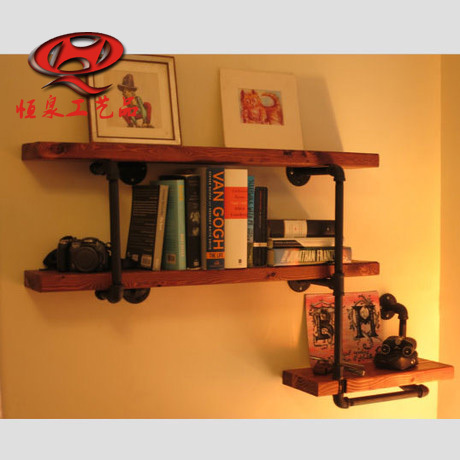 r tro style industriel en fer forg mur ossature de bois. Black Bedroom Furniture Sets. Home Design Ideas