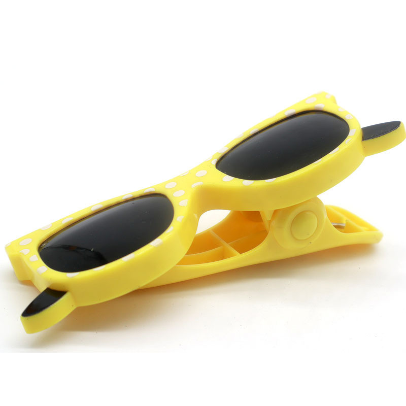 1pcs Sunglass Design Plastic Beach Slipper Towel Clips Large Sun Bed Lounger Holder Pool Clothes Peg Quilt clip Sock clips in Clothes Pegs from Home Garden