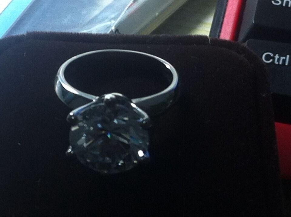 Gran Piedra marca estilo 6CT ronda de diamantes, anillo de compromiso, anillo de Plata de Ley 925 anillo de plata blanco cubierta de oro-in Anillos from Joyería y accesorios    3