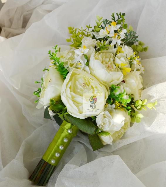 04630f1dc477 Handmade Wedding Bouquet di Fiori Da Sposa Mazzi Damigella D onore Verde  Bianco Fiori Artificiali