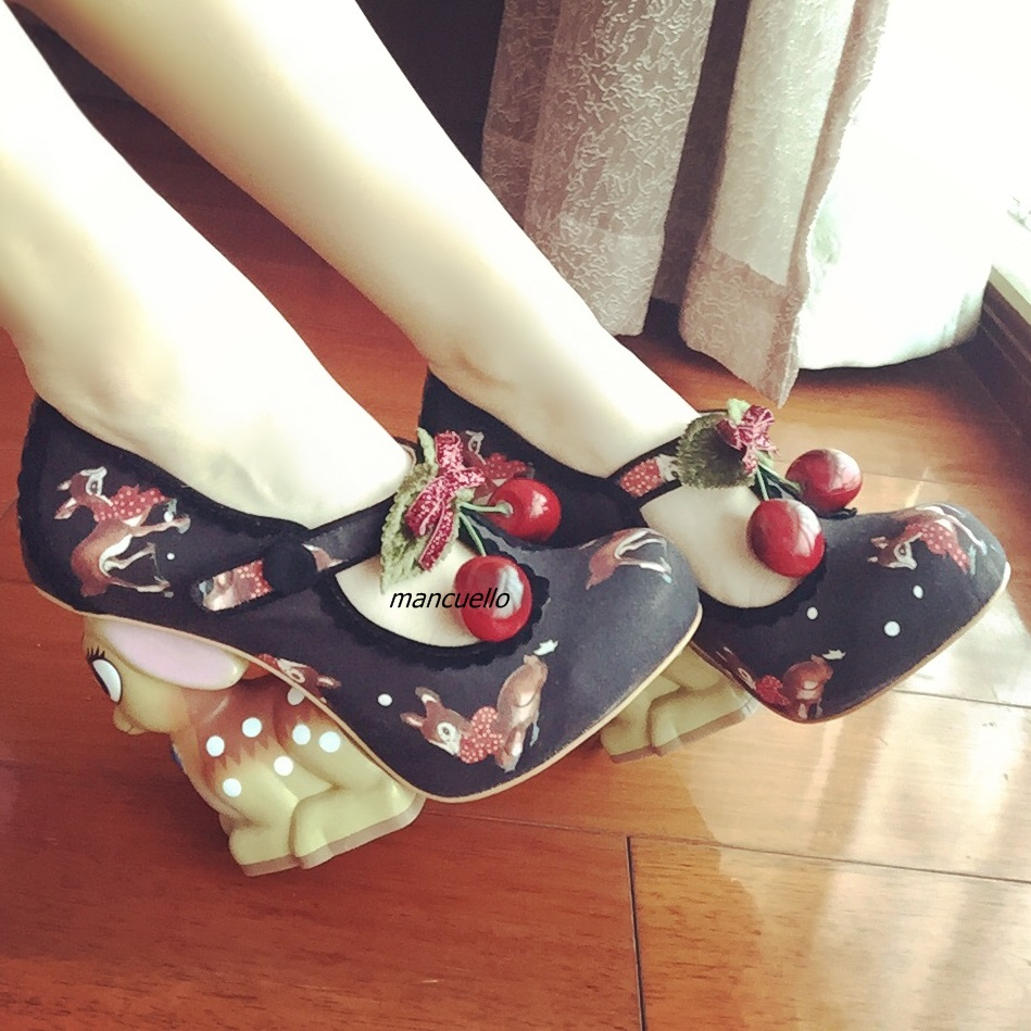 Pretty Black Deer Print Button Strange Heel Shoes Women Fake Cherry Decorated Cute Deer Shape Heel Pumps Retro Sweet Shoes button embellished retro print notch neck tee