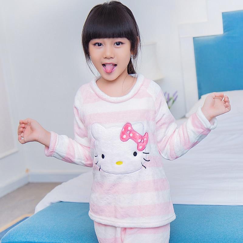 1058a58d1c436 Enfants Pyjamas Bébé Nouveau Cachemire de Nuit Pyjama Fille Enfants Automne  et D hiver Bébé Costume de Flanelle Corail Polaire Ménage dans Pyjamas de  Mère ...