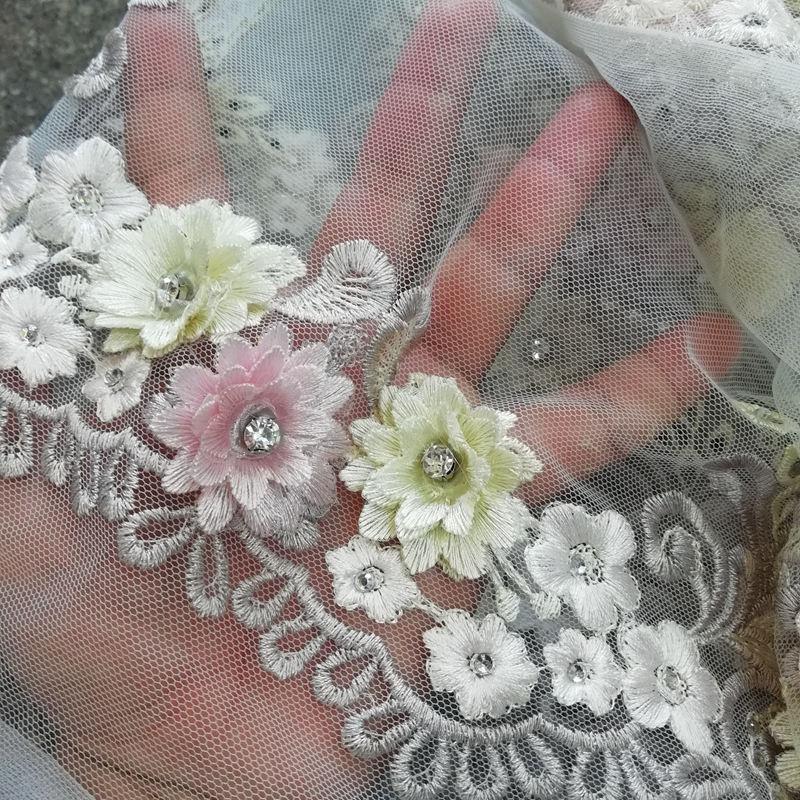 Stora diamanter vit afrikansk fransk spets med 3D-applikationer - Konst, hantverk och sömnad - Foto 2