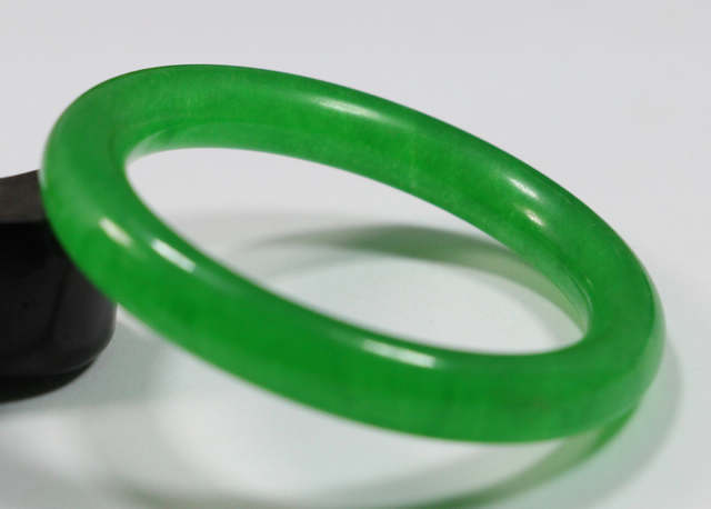 Free shipping VERY FINE RARE NATURAL GREEN JADEITE BRACELET BANGLE 58MM
