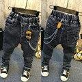2017 nova primavera calças jeans meninos calças personalidade Pingente frete grátis