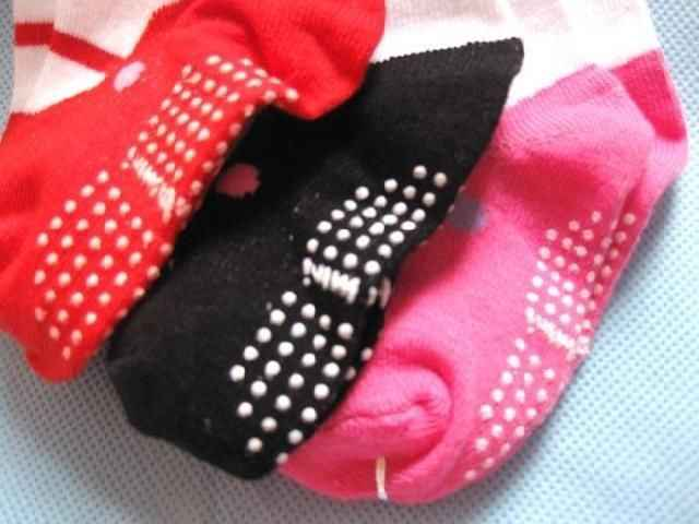Calcetines calientes de moda para bebé niña punto niños lindos zapatos deslizantes calcetines de algodón niños 3 colores