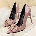2016 Otoño Nueva Mujer Bombas Delgados Zapatos de Tacones Altos Sexy Stilettos de Tacón de Charol con Punta de Metal Hebilla de Cinturón de Las Mujeres