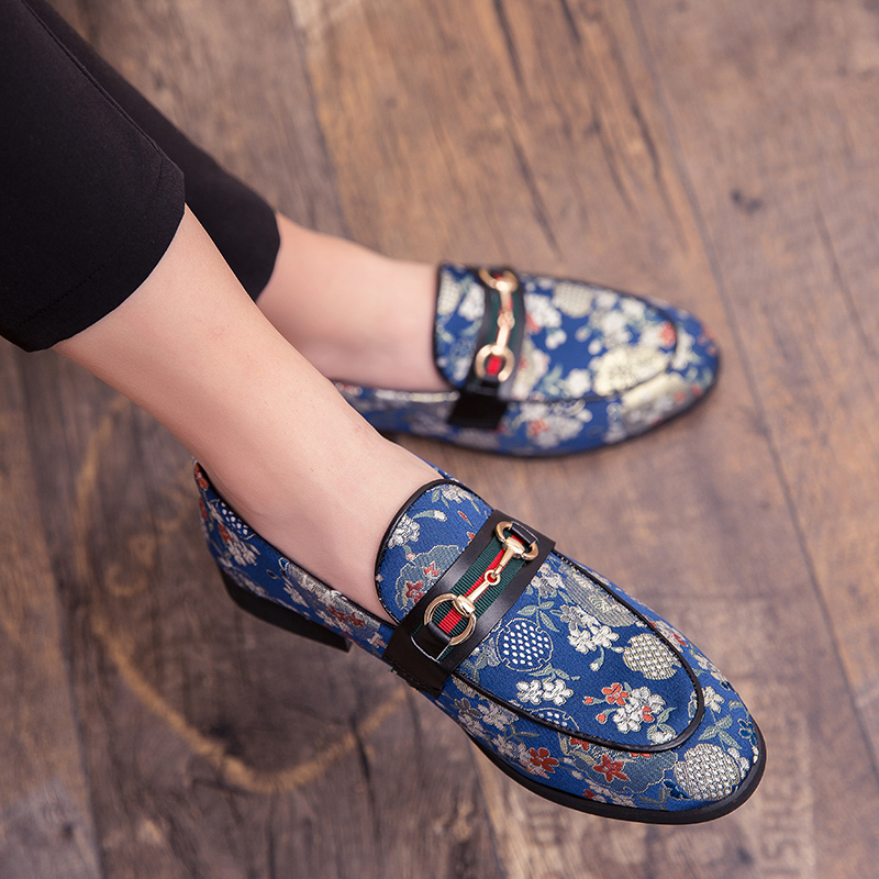 2019 New Brand Formal Shoes Men Leather Shoes Flower Embroidery Slip On Lazy Driving Shoe Office Loafers Mens Canvas Shoes 1