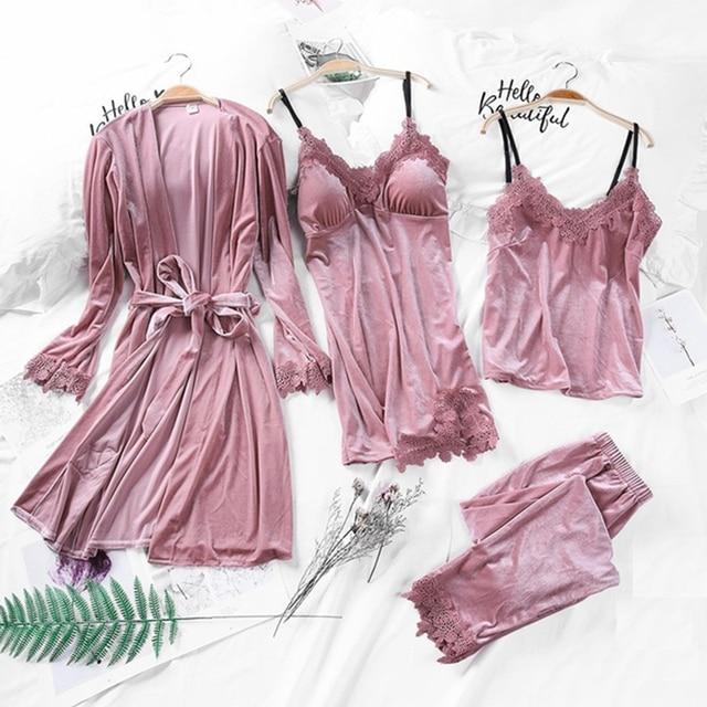 잠옷 여성의 가을 골드 벨벳 4 피스 양복 긴 단락 가운 하네스 가슴 패드 벨벳으로 설정