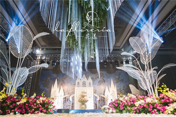 Day home wedding props banana leaf wedding reception area table flower decoration