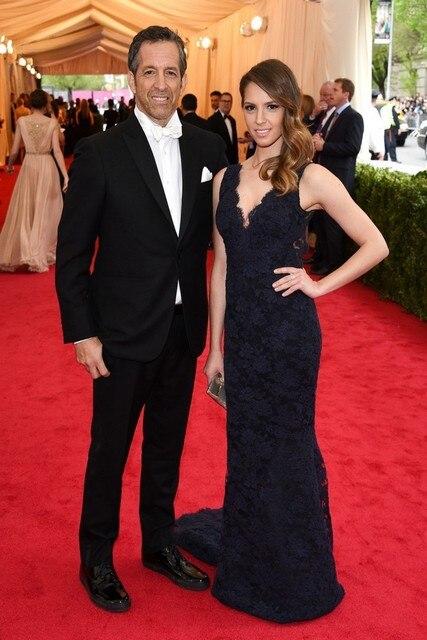 2017 Emily Cole Marinha Lace Celebrity Dress Sereia Decote Em V Profundo abrir Voltar Red Carpet Evening Partido Vestido Da Marca Nova de Corpo Inteiro