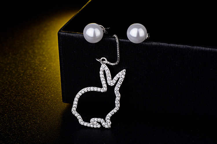 Baru Mewah Asimetris Kelinci Hewan Mutiara Plastik 925 Sterling Silver Ladies'tassel Stud Anting-Anting Perhiasan untuk Wanita