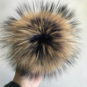 Image 5 - Magicfur   จริงขนาดใหญ่ Raccoon ขน 15 เซนติเมตร Pom pom Fluffy Charms กระเป๋าถือ Charm Frost Keychain Keyring จี้