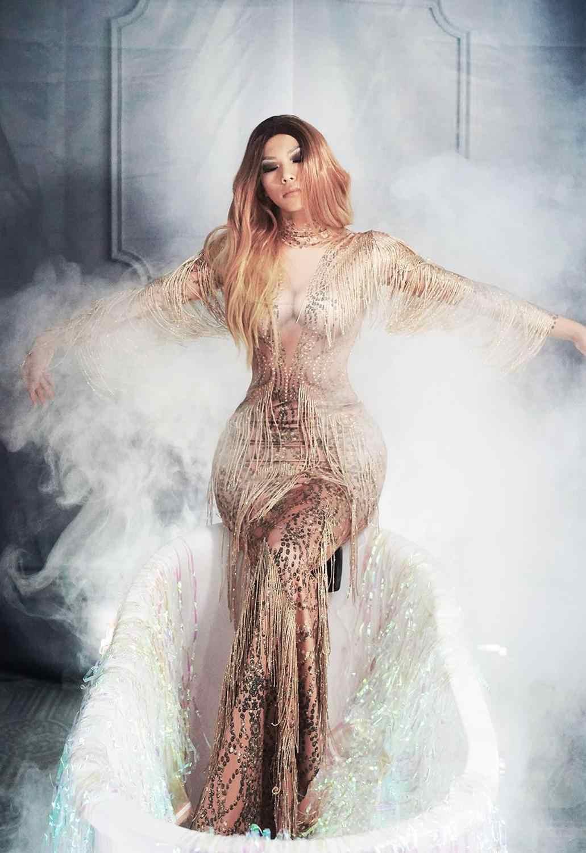 Цвет шампанского, золотой, стразы, платье с бахромой, сценическая одежда, большое платье-стретч, певица, вечернее платье с кисточками, длинное платье
