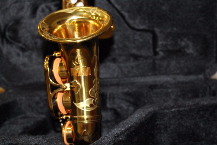 Exquisite Hand Carved Gold Plated Soprano B(B) Saxophone High Quality Brass Pearl Button Sax With Case, Mouthpiece, Gloves, Reed