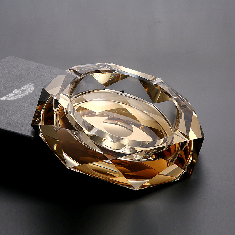 Купить с кэшбэком Crystal Ashtray Fashion Creative Personality Gift Birthday Gift Living Room Continental Octagon Ashtray