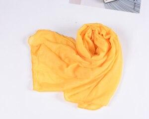 Image 4 - Neue Ankunft 45*180 CM Klassische Premium Viskose Maxi Crinkle Wolke Hijab Schal Schal Weichen Islam Muslim Schals Winter mädchen Schal