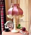 Lámpara de mesa lámpara de noche dormitorio lámpara de mesa de estilo europeo jardín lámpara de encaje retro púrpura paño decorado