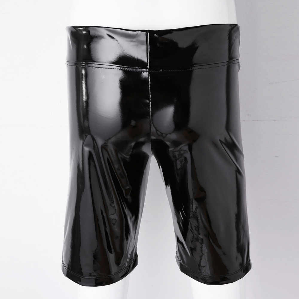 Ножки в черных трусиках