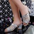 Sandalias de las mujeres 2017 de verano de alta calidad de LA PU sandalias de tacón med mujeres cómodo slip-on moda bling sandalias mujer