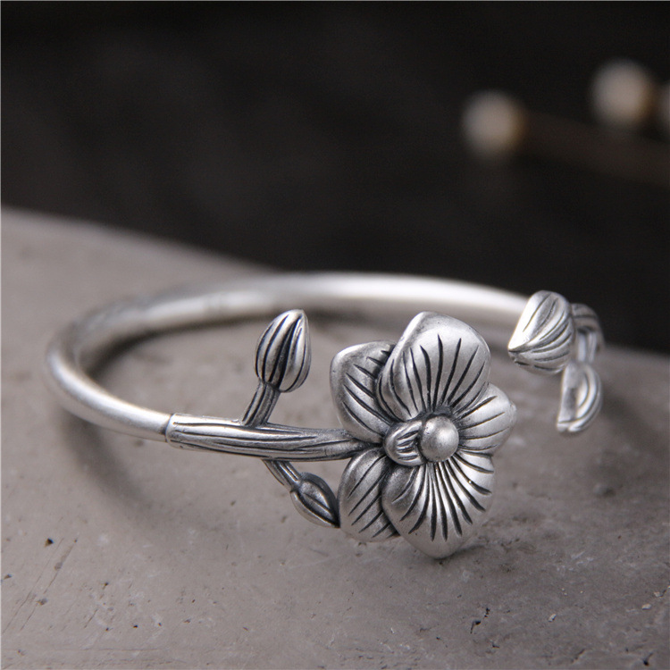 S999 Sterling Silver Bangle Original Design Flower Bracelet Thai Silver Fashion Personality Opening Ladies Bracelet s999 sterling silver carved peony flower bracelet silver pendant bracelet for women