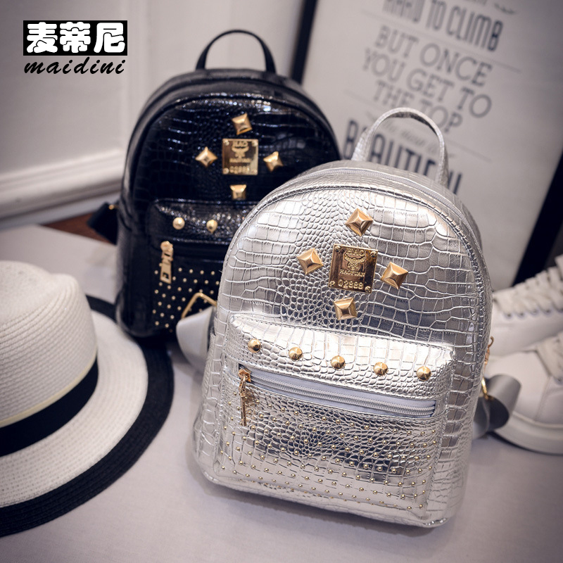 цены на Women Crocodile Backpack PU Leather Rivet Small Backpack Cute School Bag For Teenage Girl Ladies Casual Travel Mini Backpacks в интернет-магазинах