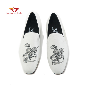 Jeder Schuh new shoes men loafer Medieval Knight embroidery in Italian design with replaceable colours  Smoking slippers