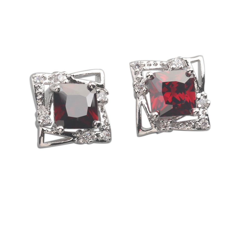 Wonderful Red Garnet 5*5mm Semi-precious Silver Cool For Womens Stud Earrings ED0181