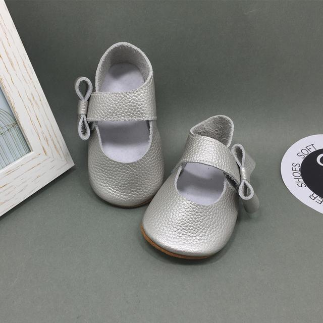 Super Suave Cuero Genuino de La Muchacha Del Niño Zapatos de Suela De Goma de plata del Nudo de la Mariposa Zapatos de Bebé Mocasines Sapatos Infantil Menina