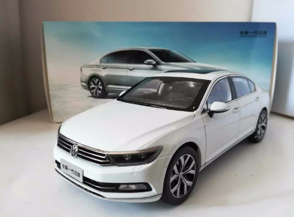 1:18 Diecast Model for Volkswagen VW Magotan B8L 2017 White Sedan Alloy Toy Car Miniature Collection Gifts Passat B8 1 18 масштаб vw volkswagen новый tiguan l 2017 оранжевый diecast модель автомобиля