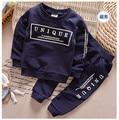 Новый стиль детей спортивный костюм мальчик девочка одежда набор о-образным вырезом с длинными рукавами 2 шт. блузка брюки костюмы roupas infantis menino