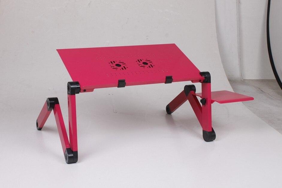 Tavolo Da Disegno Portatile : Mani del decoratore che lavorano con il computer portatile u foto