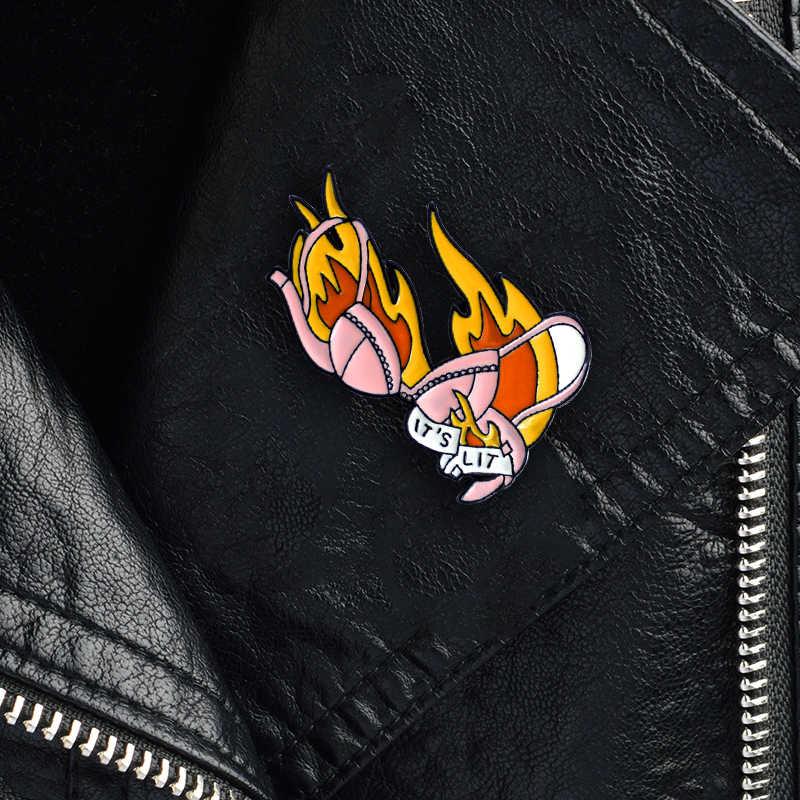 MINGQI Cartoon IT'S LIT Bh Brosche Sexy Rosa Glänzenden Bh Flamme Leuchtet Bh Abzeichen Emaille Pins Hemd Für Frauen Paar liebe Geschenke schmuck