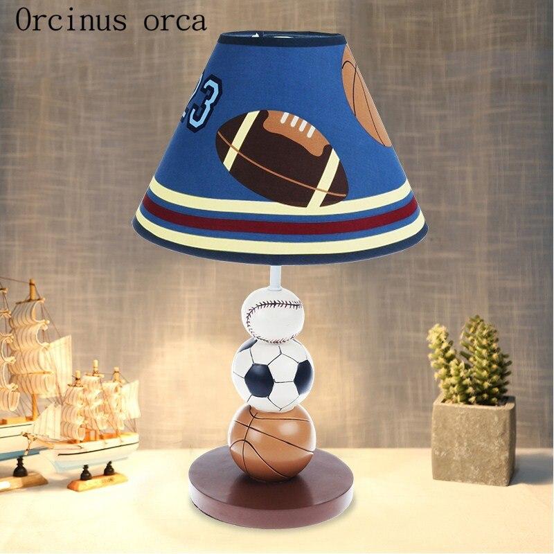 Lampe de table créative de basket-ball de bande dessinée lampe de chambre d'enfants de chambre de garçon lampe de table décorative moderne simple et belle de football
