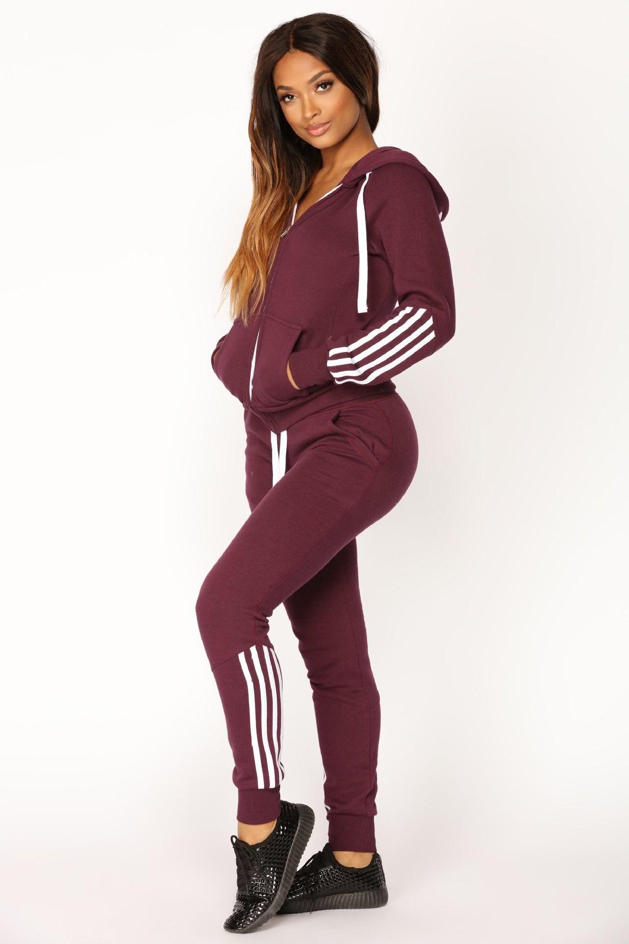 Nouveaux vêtements pour femmes: gardes à manches longues, pantalons et tenues de sport en Europe et en amérique